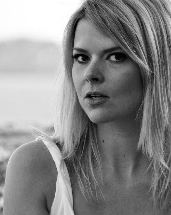 Author Photo_Halle